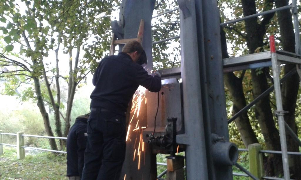13. Schweiß- und sicherungsarbeiten am Brettfallhammer