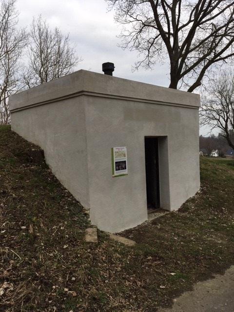Gedenkstein für Albert Wrede am Waldrand des Erlenbruch
